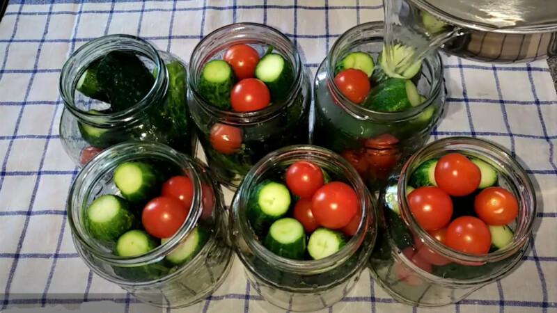 огурцы и помидоры в банках
