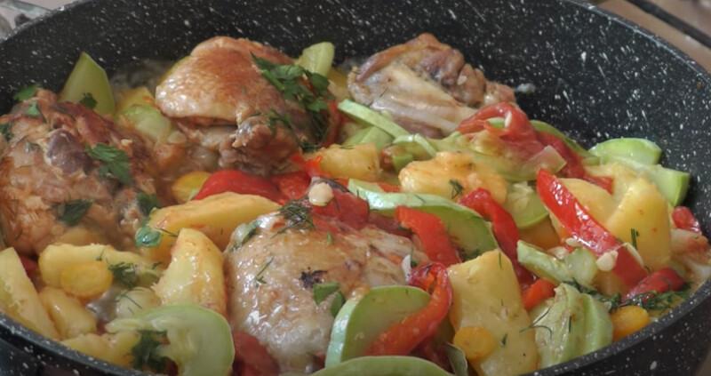 рагу из овощей и курицы