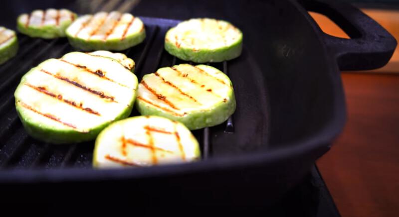 кабачки на сковороде гриль