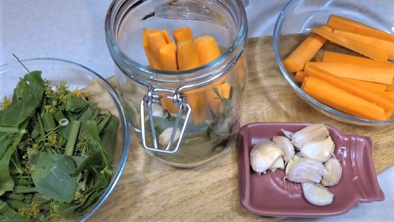 паковка банок морковью