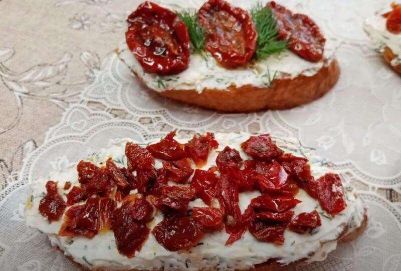 вяленые помидоры на брускетте