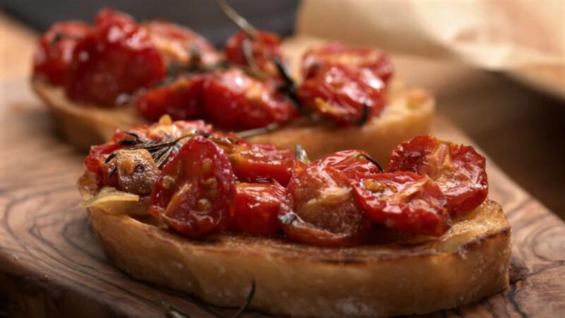 вяленые томаты на хлебе