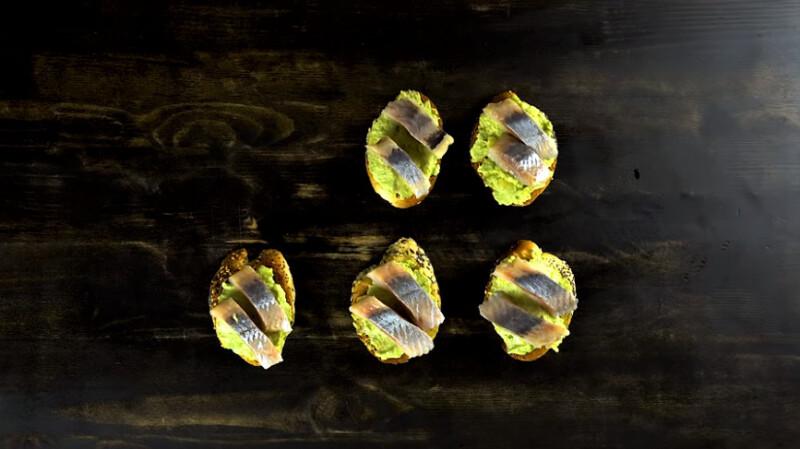 брускетта с авокадо